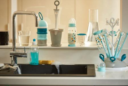 Butelka do mleka dla niemowląt antykolkowa 330 ml Rainbow blue, BEABA