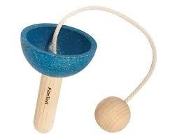 Drewniana zabawka zręcznościowa złap piłeczkę - zabawka Cup and Bal, Plan Toysl
