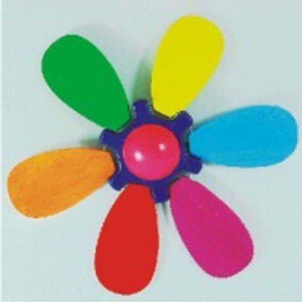 Drewniany wiatraczek do pchania na patyku - tęczowy kwiat, wirujące płatki, BAJO