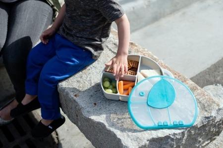 Pojemnik śniadaniowy z przegrodami - zamykana śniadaniówka Trunk Boon
